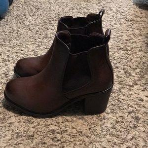 Chunky heel Chelsea booties brown size 7